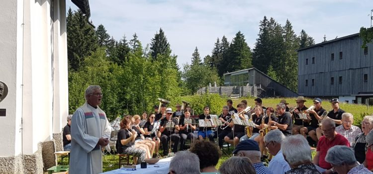 Bergmesse der St. Peter und Paul Kirchengemeinde Neufra gemeinsam mit der Musikkapelle Neufra