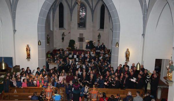 Eine Stunde voller feierlicher und stimmungsvoller Jubiläumsklänge am 1. Advent